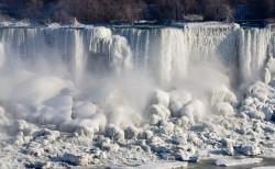 Niagarafälle gefroren